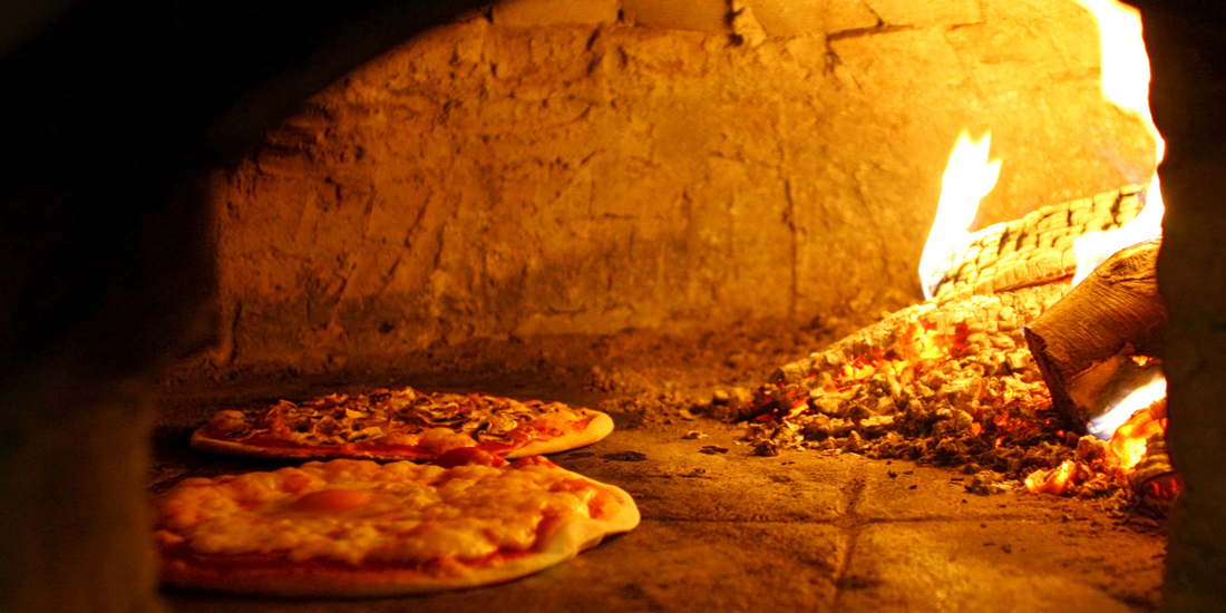 Pizzeria ai portici for Antica finestra a tre aperture